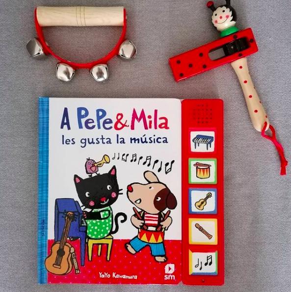 Pepe y Mila tocan instrumentos