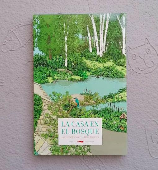 'La casa en el bosque', un maravilloso libro silente en formato acordeón